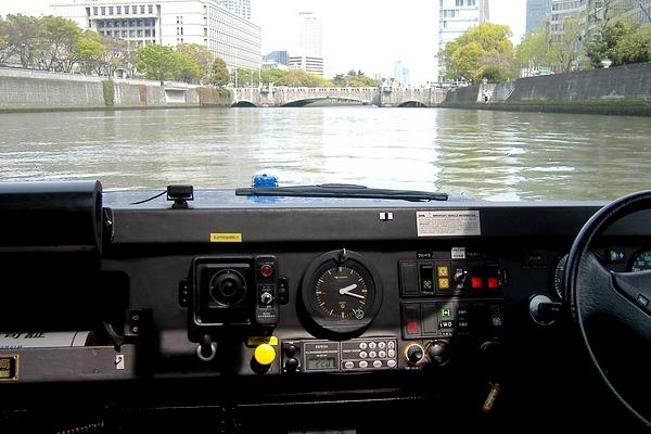 水陸両用タクシー ガイア号